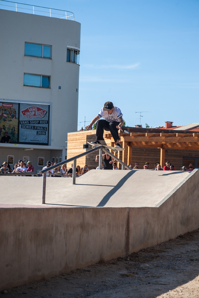 Phil Zwijsen, boardslide up (Lockwood)