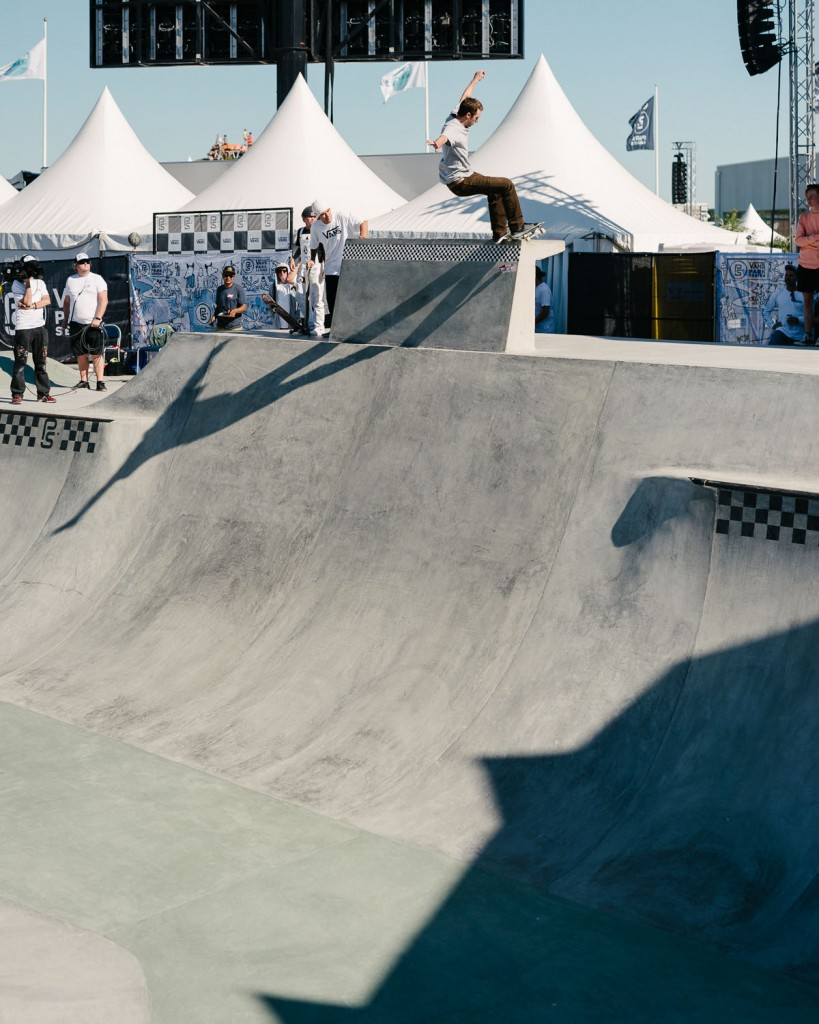 Grant Taylor, ollie up to frontside pivot on the edge.