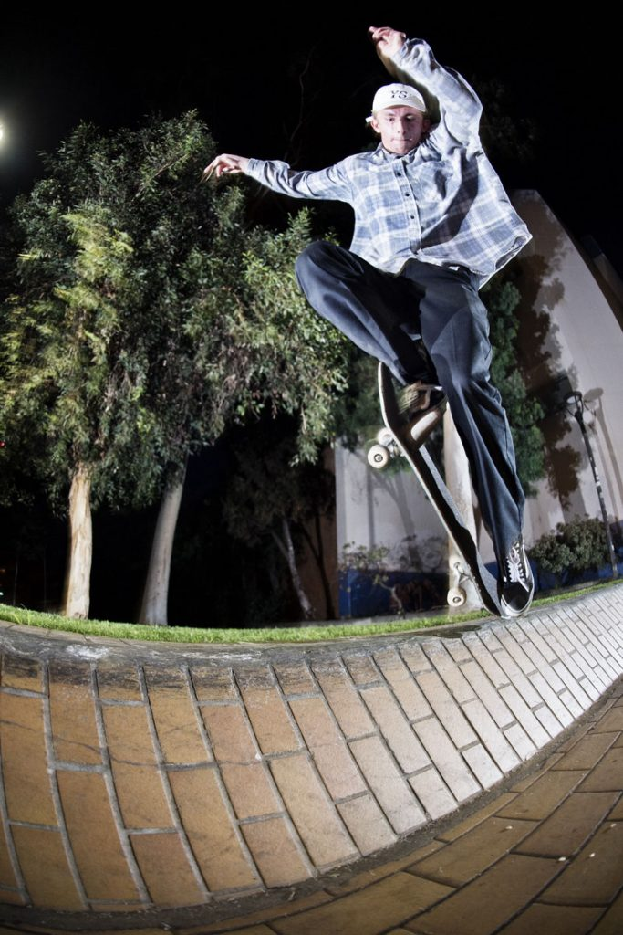 Dan Kreitem, backside blunt, LA. Ph: Alex Pires.