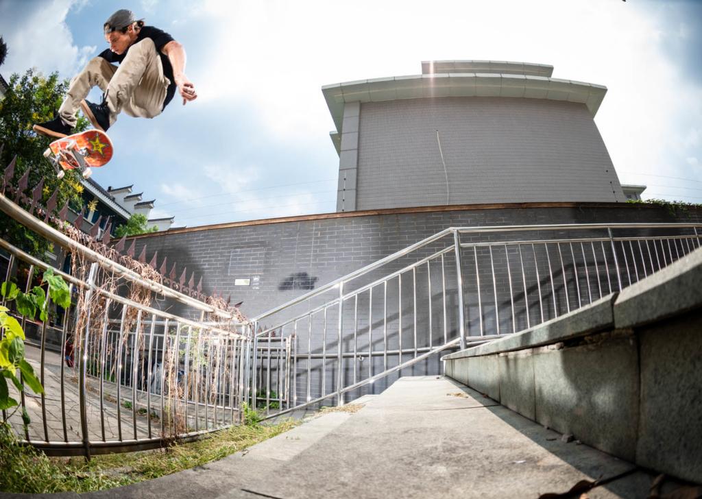 Chris Joslin, switch heelflip.