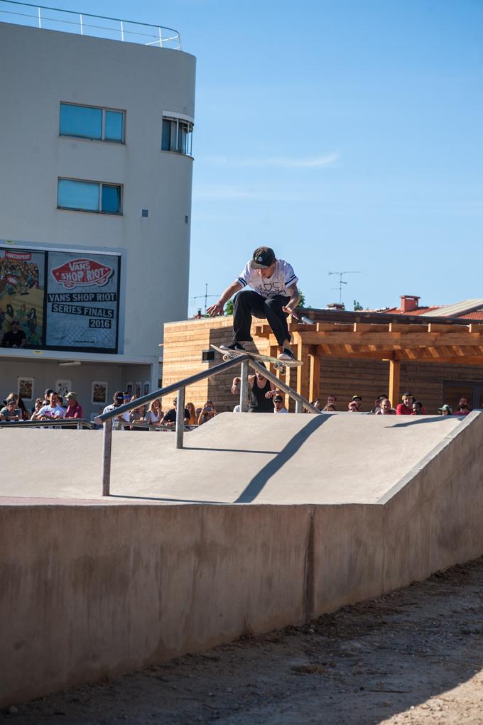 Phil Zwijsen, boardslide up (Lockwood)