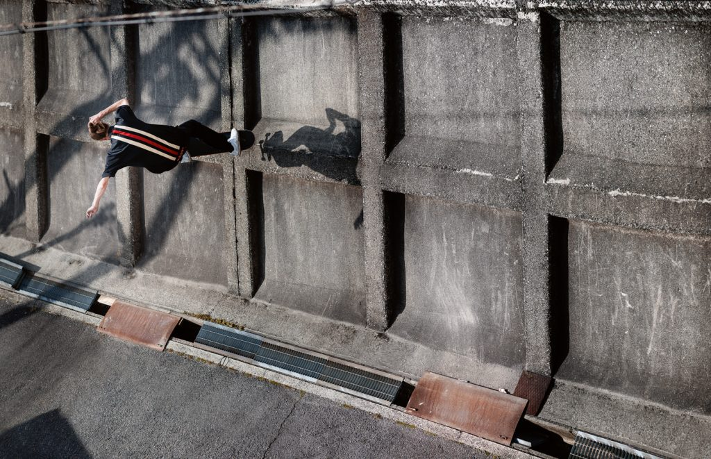 Ollie up ride on the narrow ledge to pop back in, Nagoya. Ph. Sem Rubio
