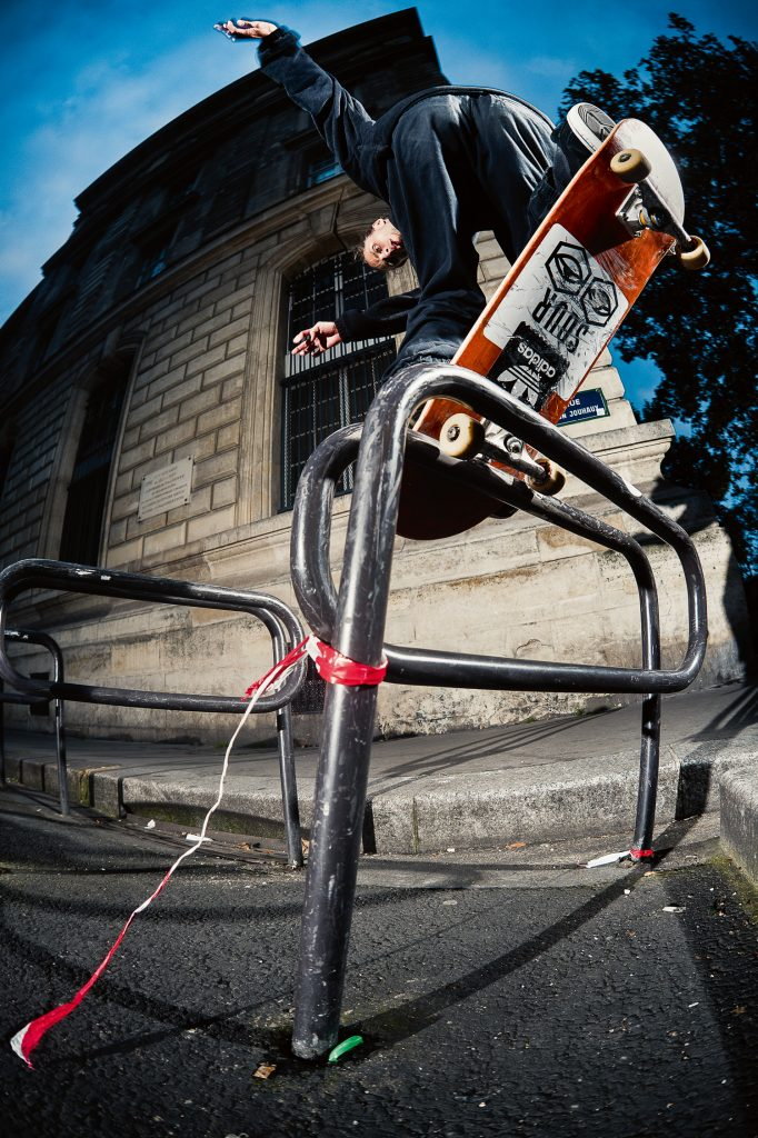 Backside nosebluntslide, Paris. Ph. Alex Pires