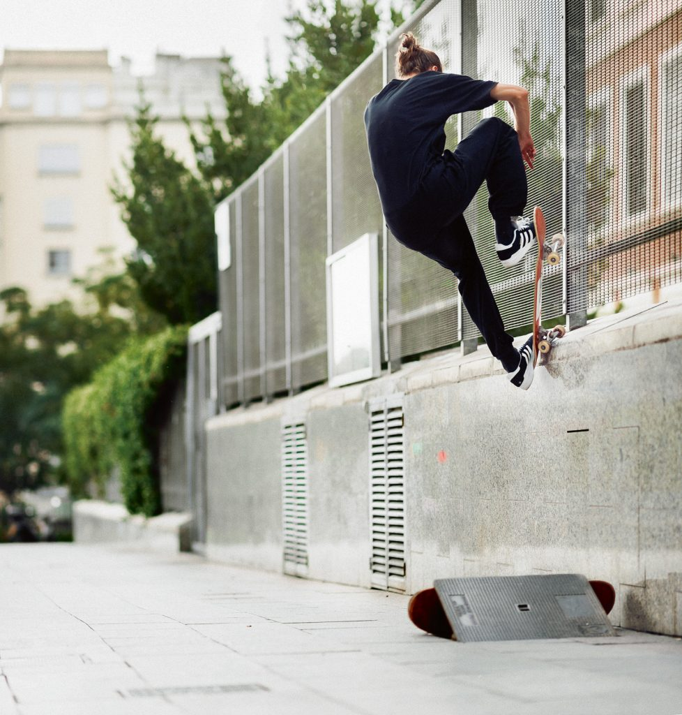 Frontside nosegrind pop-out, Barcelona. Ph. Sem Rubio