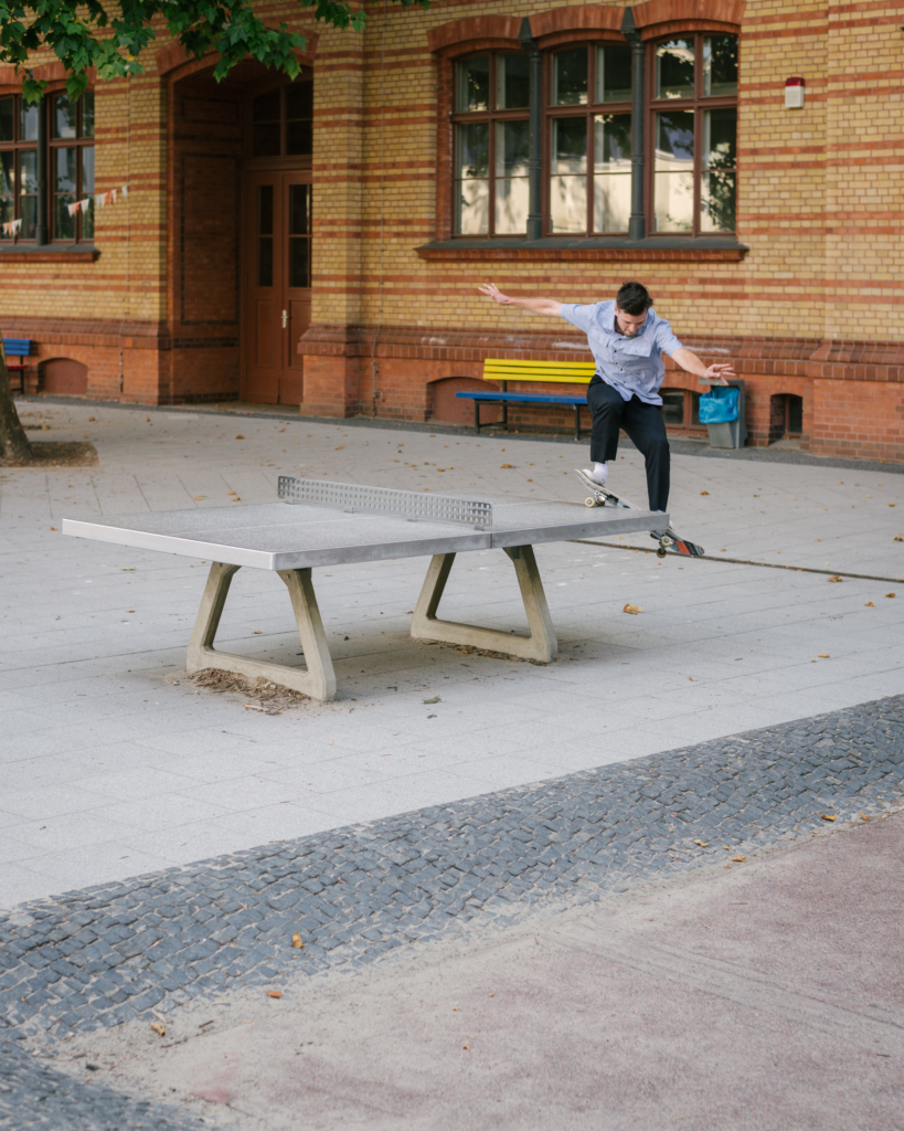 Edouard Depaz, smith grind.