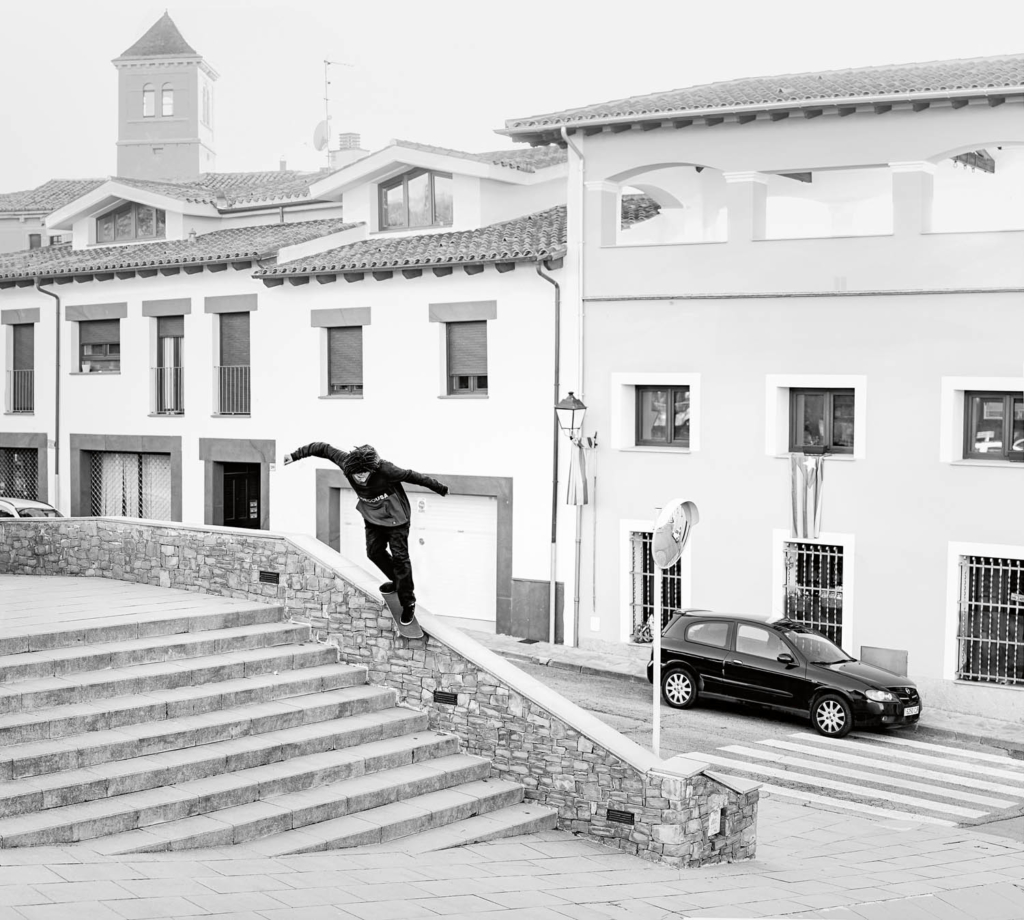 Josef Scott Jatta, backside Smith grind, Vic. Ph. Gerard Riera