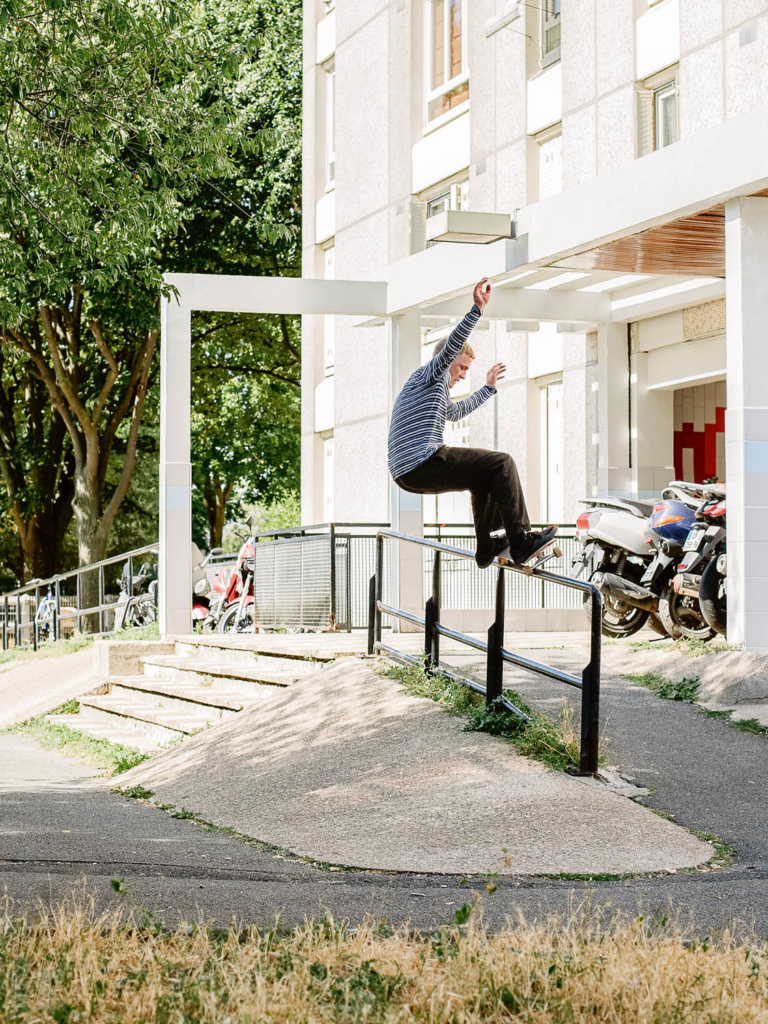 Oscar Candon, switch frontside 50-50 grind, Paris. Ph. Clément Chouleur