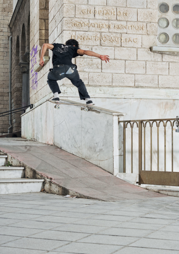 Manos Kiriakousis, Switch frontside noseslide.