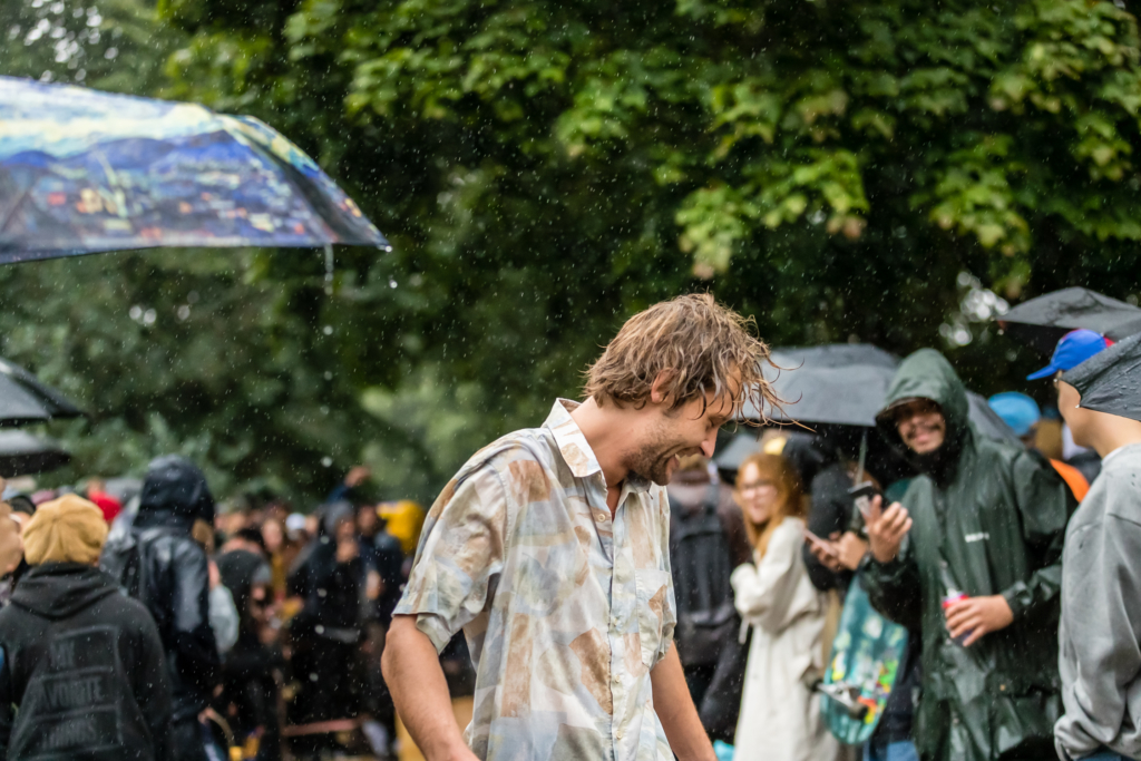 TitoAiha-rain-KoffinVauhtikisat-photo-KekeLeppala